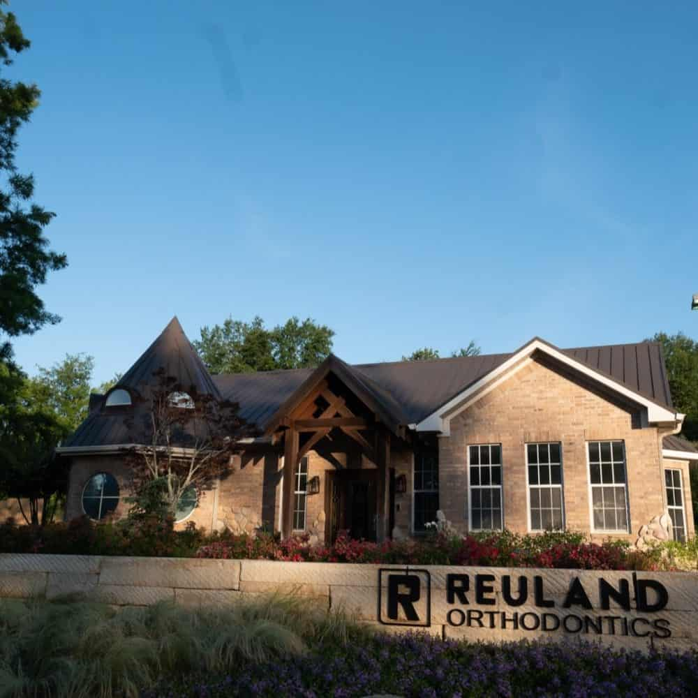 Reuland Orthodontics Exteriors 2018 3 1 1000x1000 - Our Orthodontic Office