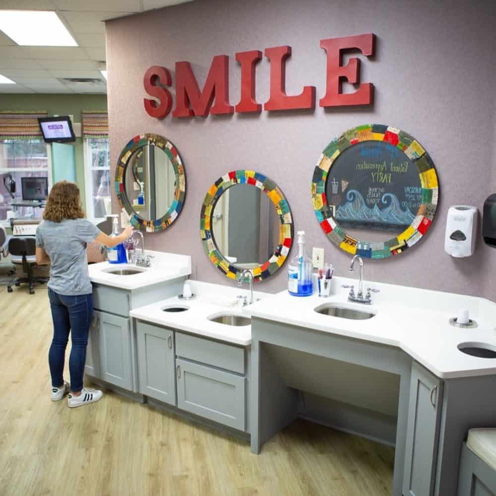 Reuland Orthodontics Interiors 2018 1 1000x1000 - Our Orthodontic Office