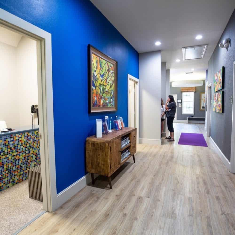 Reuland Orthodontics Interiors 2018 12 1 1000x1000 - Our Orthodontic Office
