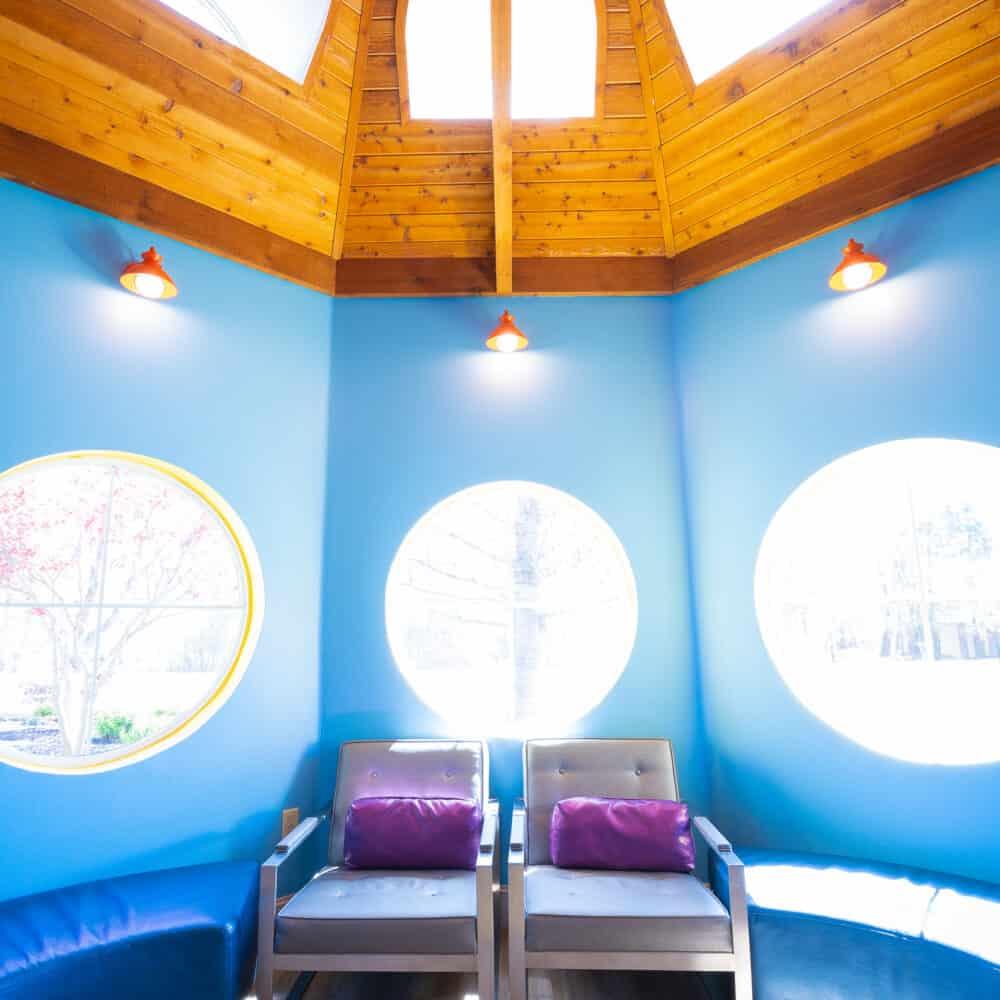Office Interiors Reuland Barnhart Orthodontics Tyler TX 2021 19 1000x1000 - Our Orthodontic Office